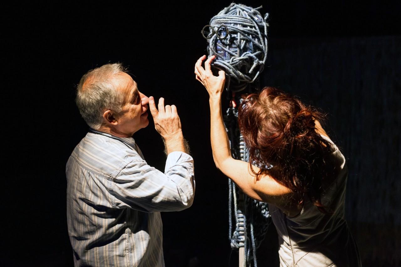 Espectaculo Hilos de La Rous Teatro -